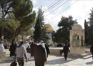 فلسطينيون ينظمون وقفة احتجاجية داخل المسجد الأقصي
